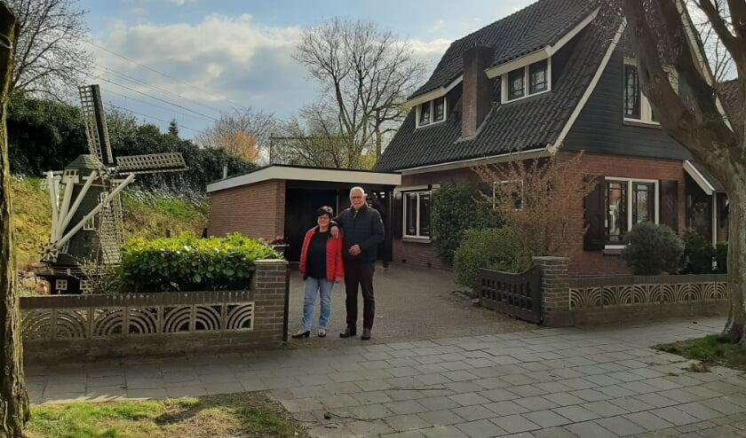 <p>Robert Nijhuis gaat de molen die in de tuin stond nog opknappen, zodat de wieken weer kunnen draaien.</p>