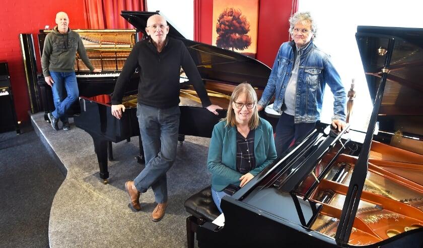 Eric Sloot (Sloot Pianoservice Doetinchem), Frans Hesselink, Lizette Tijdink en Sjaak Leijtens (muziek bi'j de Noabers).
