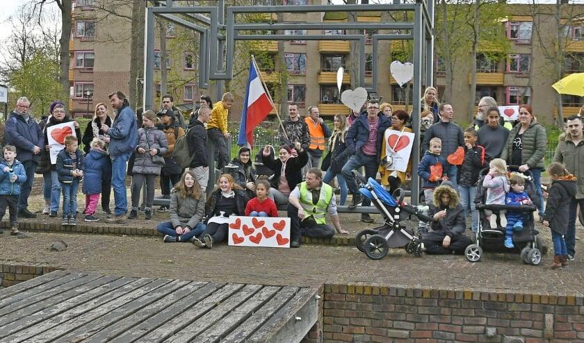 <p>Ongeveer 45 mensen demonstreerde afgelopen vrijdag tegen de coronamaatregelen die kinderen en jeugd vooral treffen.</p>