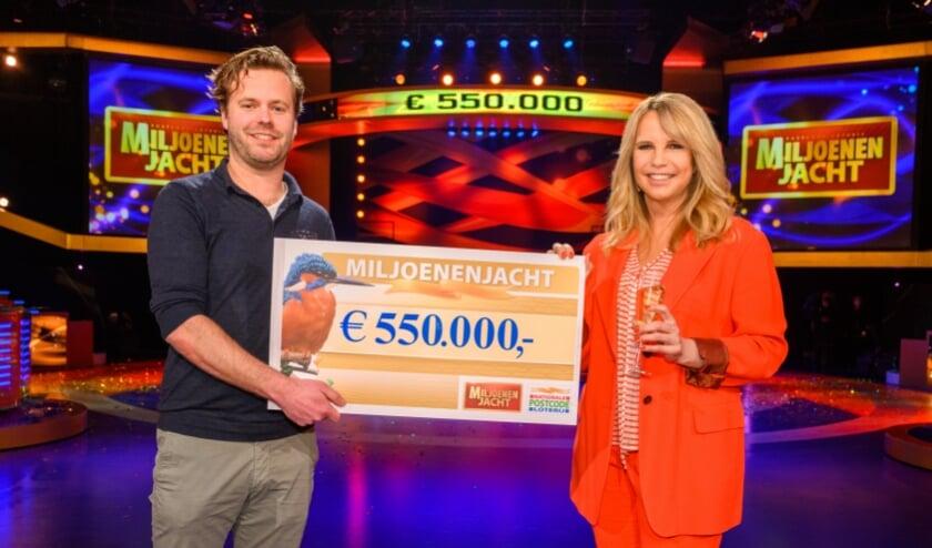 <p>Maarten uit Enschede wint 550.000 euro bij tv-show Miljoenenjacht.</p>