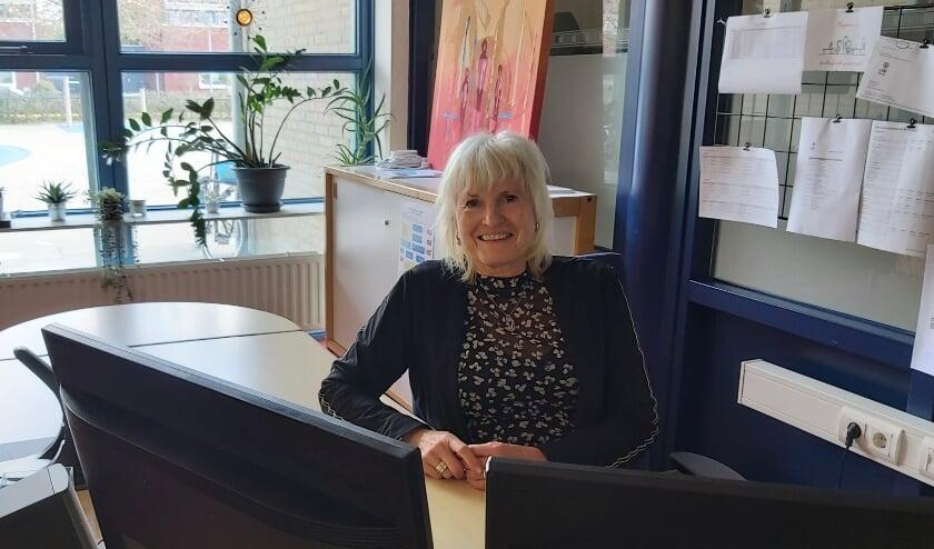 <p>Marga Jacobs op haar vertrouwde plek bij obs De Bogerd. Na 44 Rossumse onderwijsjaren gaat ze met pensioen.</p>