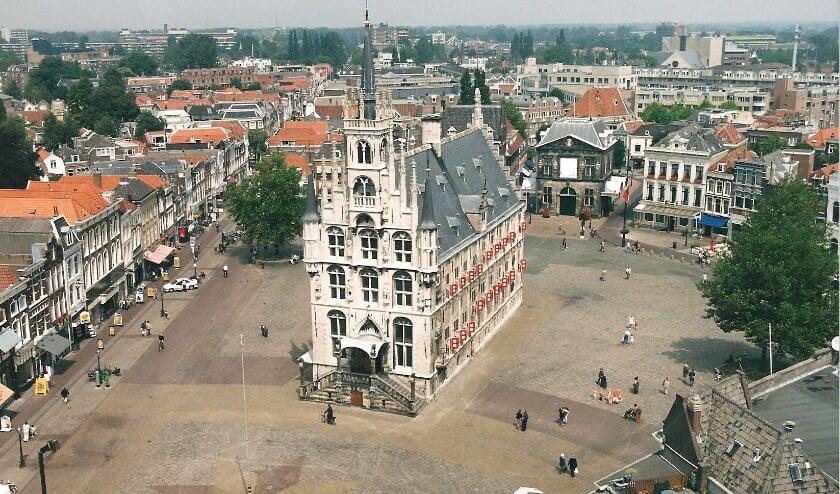 <p>Het stadhuis van Gouda weer volledig in Goudse handen. Foto&quot;Marianka Peters</p>