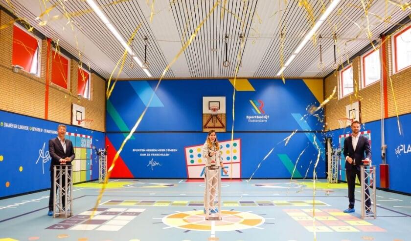 <p>Sportbedrijfdirecteur Ronald van Ombergen en wethouder Sven de Langen openen gymzaal Polderplein.</p>