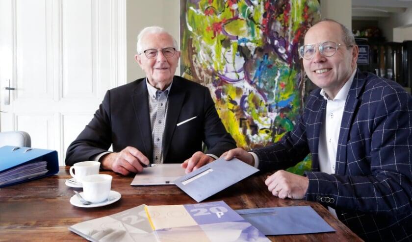 Frans Peels, 97 jaar, was één van de ouderen die een beroep deed op de KBO.  Naast hem voorzitter Peter Plompen.