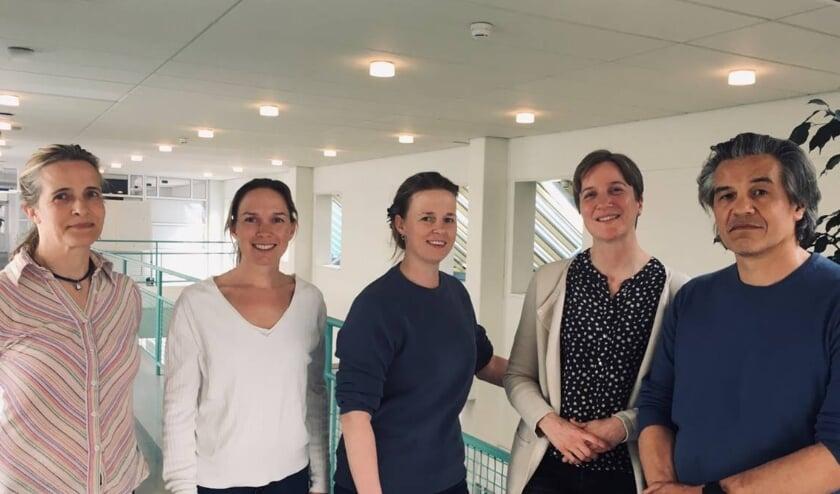 <p>Op de foto van links naar rechts: H.E. Wilkens (uroloog), S. van den Heuvel (uroloog), M. Bul (uroloog), M. van Mierlo (uroloog) en D.L. Liem (uroloog). &nbsp;</p>