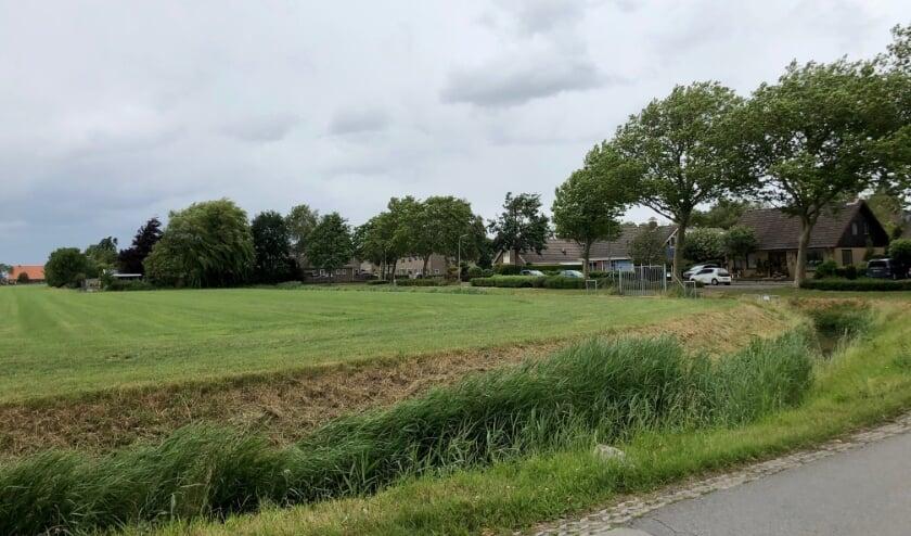 <p>In mei 2020 werden de inwoners van het dorp verrast door een startnotitie waarin werd voorgesteld het nu nog groene deel bij de entree van het dorp te bebouwen.</p>