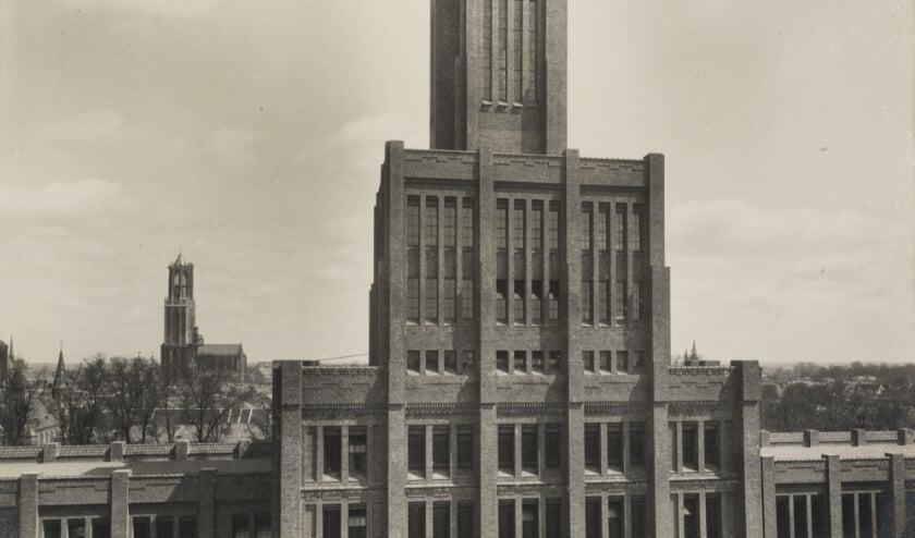 De toren van De Inktpot, in drie geledingen, net zoals de Domtoren op de achtergrond, 1921