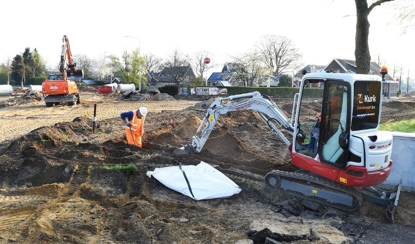 <p>De ingrijpende aanleg van een rotonde en fietspad bij Bontebrug.</p>
