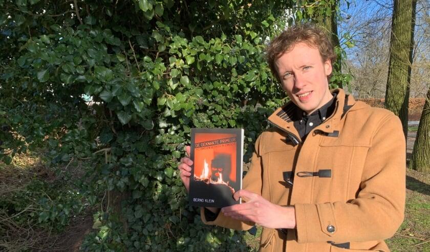 <p>Auteur Bernd klein met zijn debuut aan de Geldersedijk bij Zalk. Een ijzingwekkende thriller die speelt in de omgeving&nbsp;</p>