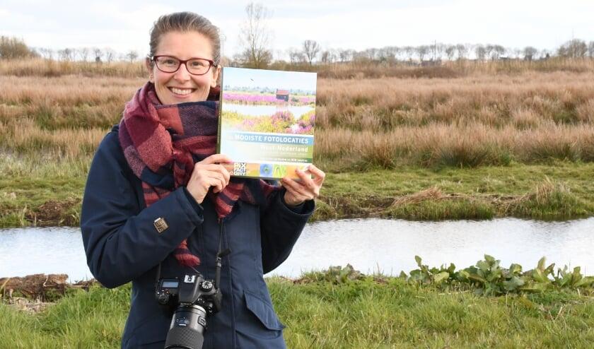 <p>Lisianne Broere in het Zaanse Rietveld: &quot;Ik ben het gelukkigst als ik met mijn camera in de natuur ben&quot;</p>