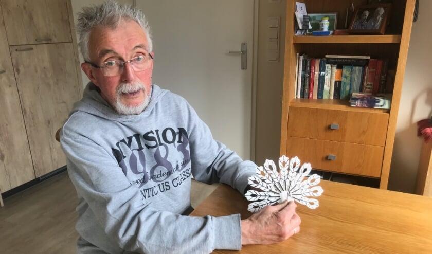 <p>Willem heeft recentelijk een pauw gemaakt, een model dat hij van Sinterklaas kreeg.&nbsp;</p>