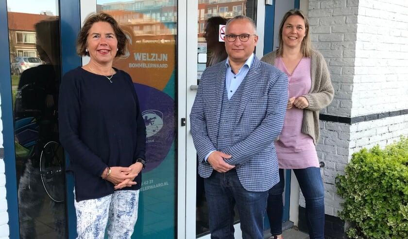 <p>Van links naar rechts: Francien van Dam, John Mulders en directeur Eugenie Kaspori.</p>