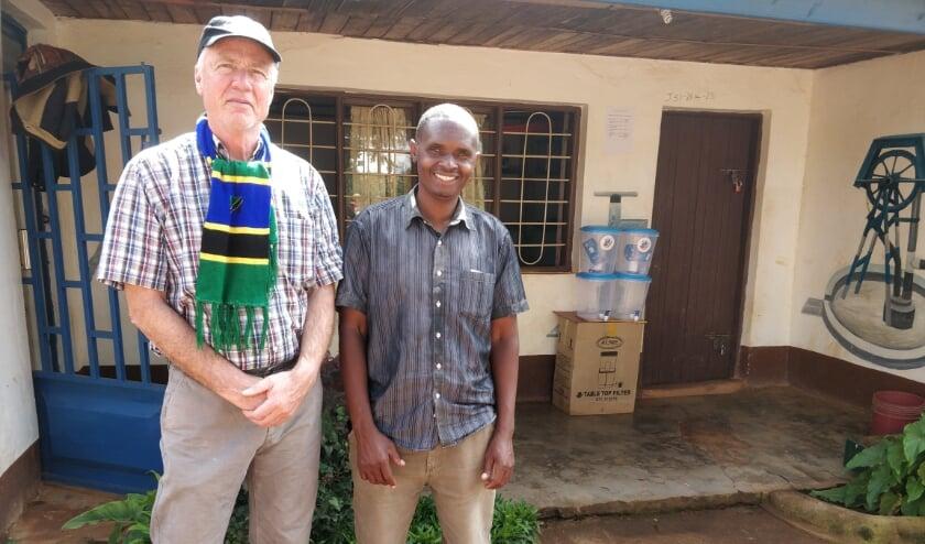 <p>Johan Rietberg samen met mr. Laban Kaduma in Njombe: &#39;In deze regio geldt echt letterlijk: Water is Leven&rdquo;&nbsp;</p>