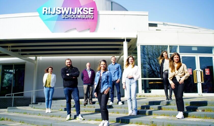 <p>Ondanks dat de deuren gesloten zijn, is er genoeg te doen bij de Rijswijkse Schouwburg.</p>