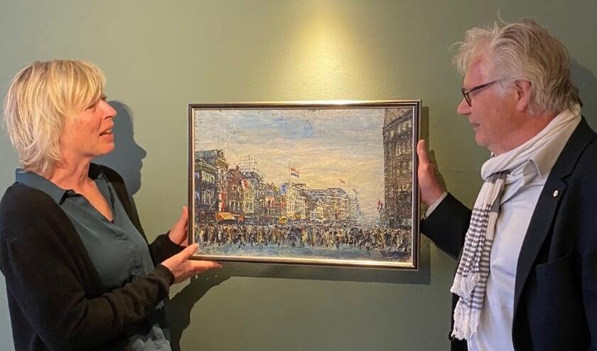 <p>Lysette Jansen, directeur van het museum, is enorm blij met de schenking, een prachtige aanvulling op de collectie.</p>