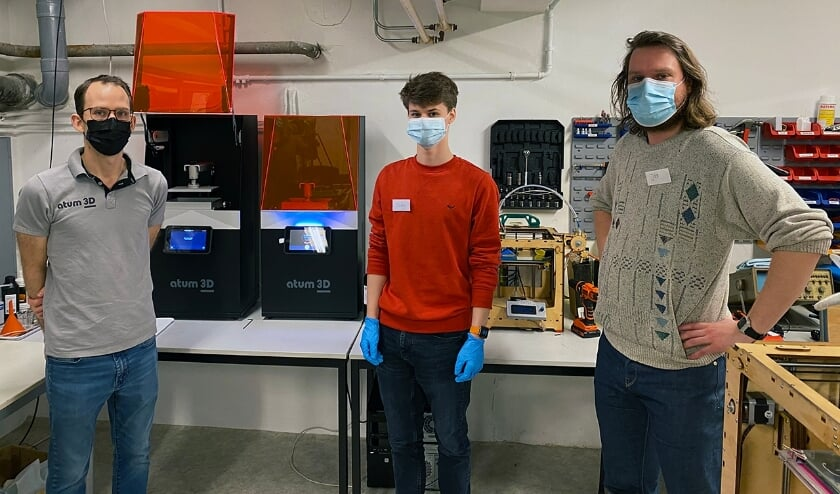 <p>Van links naar rechts: Erik Cramer (atum3D), Toby Houben (3D Ambacht) &nbsp;en Jos (deelnemer 3D Ambacht).&nbsp;</p>