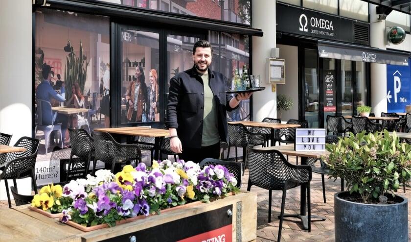 <p>Alexandros Ntokos van Omega, het enige Griekse restaurant in Veenendaal.</p>