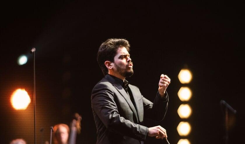 <p>Dirigent Lahav Shani</p>