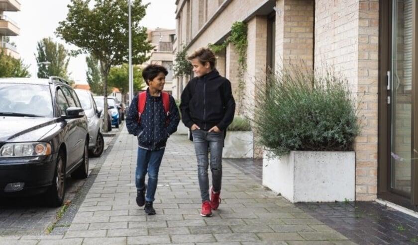 <p>Oproep VVN: &lsquo;Laat de auto staan en breng je kind lopend of met de fiets naar school&rsquo;.</p>