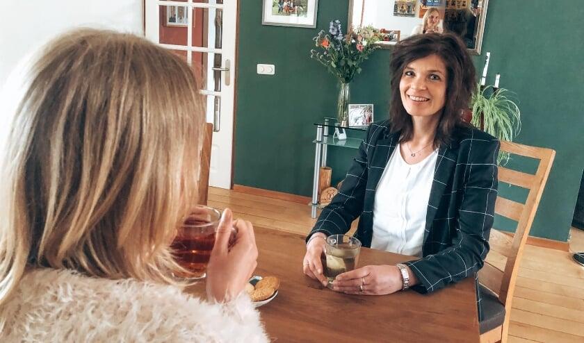 <p>Marianne Schoonhoven in gesprek met Lisanne Spaander.</p>