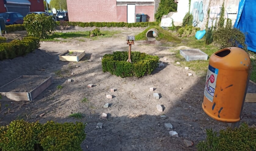 <p>Het voorlopige resultaat is er een om trots op te zijn. Met groene beplanting, een speeltunnel, prullenbakken en zitplekken hebben de buurtbewoners in Groeseind voor zichzelf en de buurt een paradijsje gemaakt.</p>