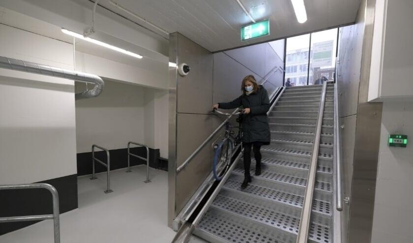 <p>In december 2020 opende er een nieuwe fietsenstalling bij de Hoogstraat. Hier is plek voor 192 fietsen.</p><p><br></p><p><br></p>
