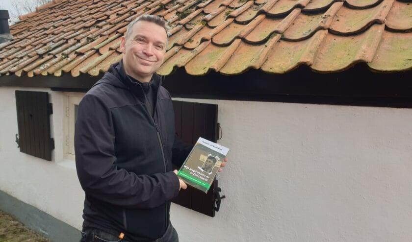 <p>Oud-Elstenaar Huibert van Verseveld bracht in eigen beheer opnieuw een boek uit over de oorlog in Elst. Het dagboek van Henk Honders staat hierin centraal. (Eigen foto)</p>