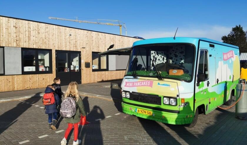 <p><em>Ontwikkelaar HD en aannemer Jan Snel trakteren op poffertjes voor alle kinderen</em></p>