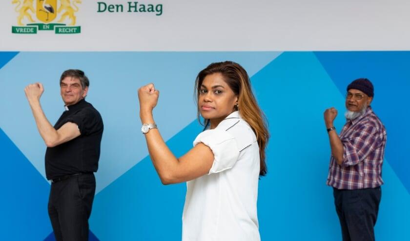 <p>Wethouder Kavita Parbhudayal, Derwisj Maddoe (voorzitter Federatie Islamitische Organisaties) en pastoor Ad van der Helm (platform Zorgzaam uit Overtuiging)&nbsp; stropen hun mouwen op om gevaccineerd te worden.</p>
