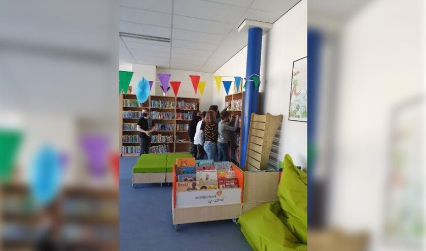 <p>In deze schoolbibliotheek kunnen leerlingen ook boeken lenen om thuis te lezen.&nbsp;</p>