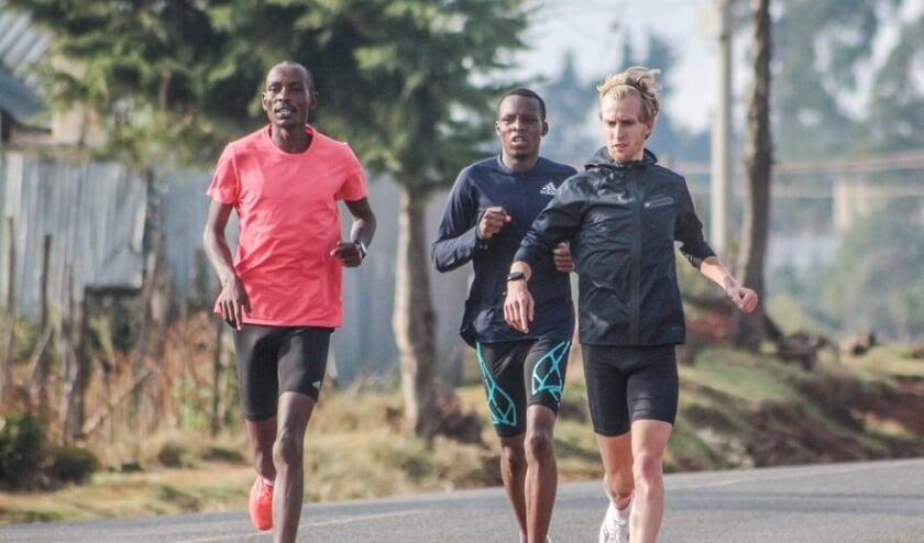 <p>Frank Futselaar in training tijdens zijn trainingskamp eerder dit jaar in Kenia.</p>