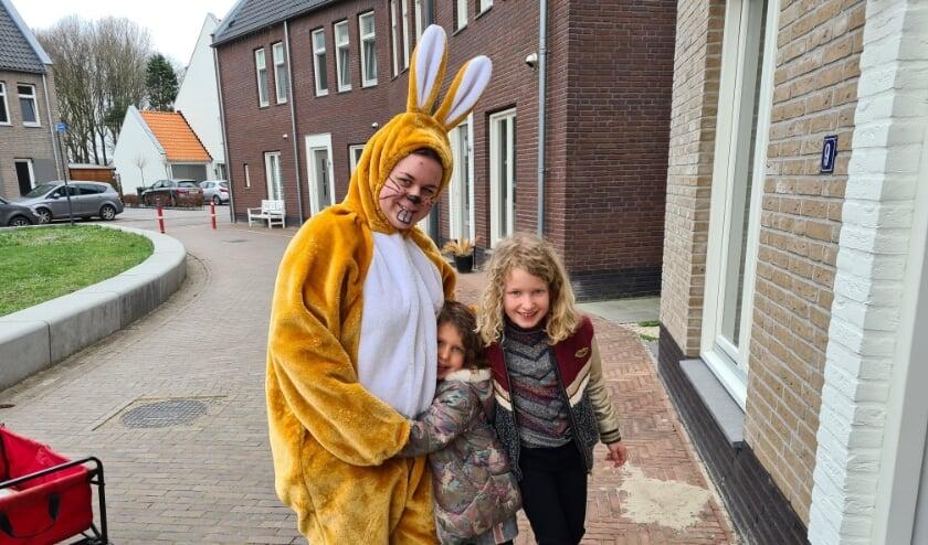 <p>Kinderen in de Bestse wijk de Steegsche Velden kregen op 1e Paasdag bezoek van de Paashaas. Op 2e Paasdag werd er een geslaagde rebus puzzelspeurtocht georganiseerd.&nbsp;</p>