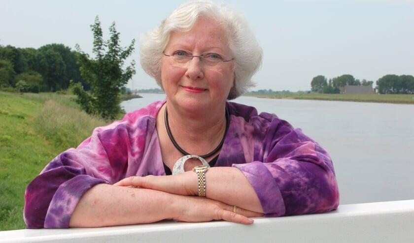 <p>Gerda van Wageningen geniet nog altijd van het schrijven en is alweer met een nieuw boek met een echte Hoekschewaardse insteek bezig. (foto: Marja Visscher)&nbsp;</p>