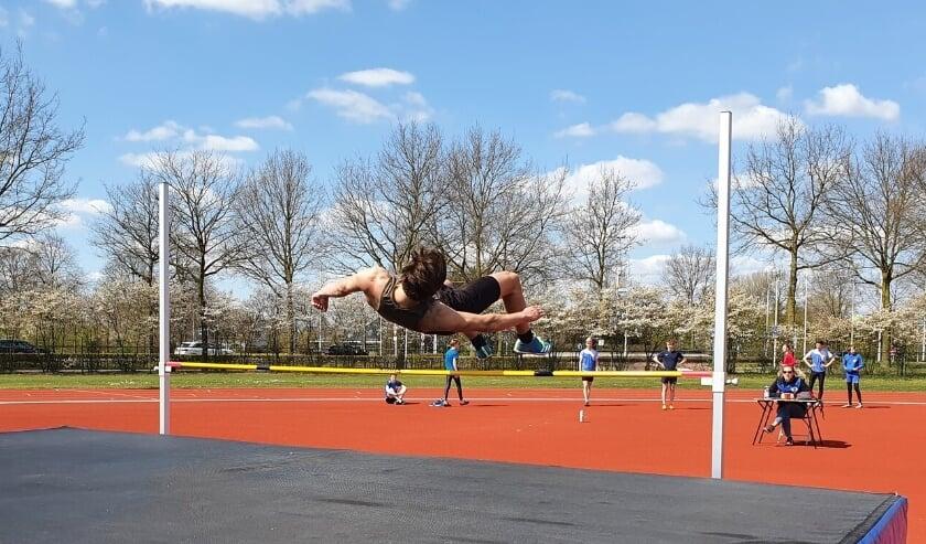 <p>Tom van Schijndel in actie bij het hoogspringen: &ldquo;Van het hoogspringen had ik eerlijk gezegd iets meer verwacht.&quot;&nbsp;</p>