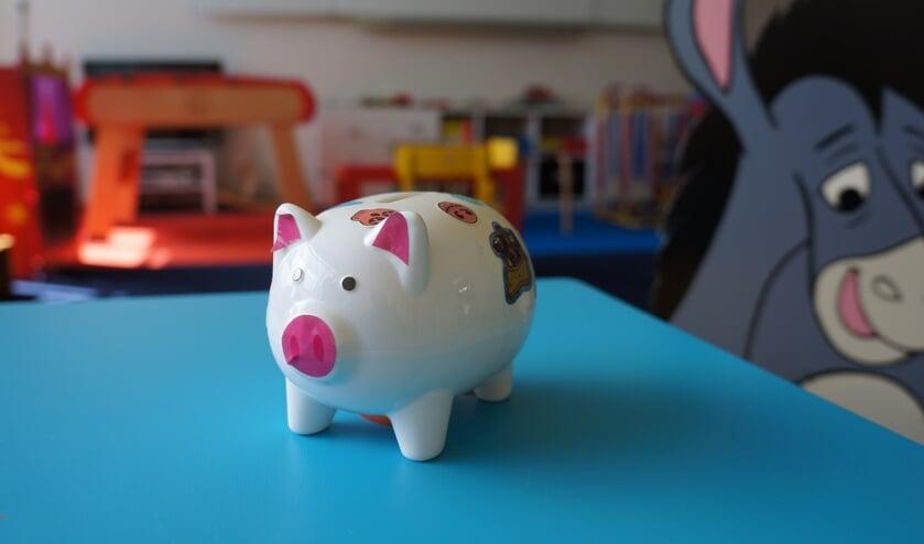 <p>Dit spaarpotje is van &eacute;&eacute;n van de kinderen van de Kidsclub van Stichting De Melkkan. De spaarpot van de stichting is bijna leeg.</p>
