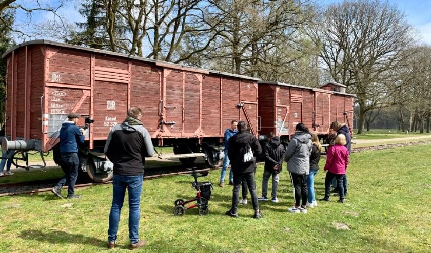 <p>6 kinderen van het Penta College bezochten samen met Hannier Roosterman Kamp Westerbork.Foto: Jesper den Uil</p>