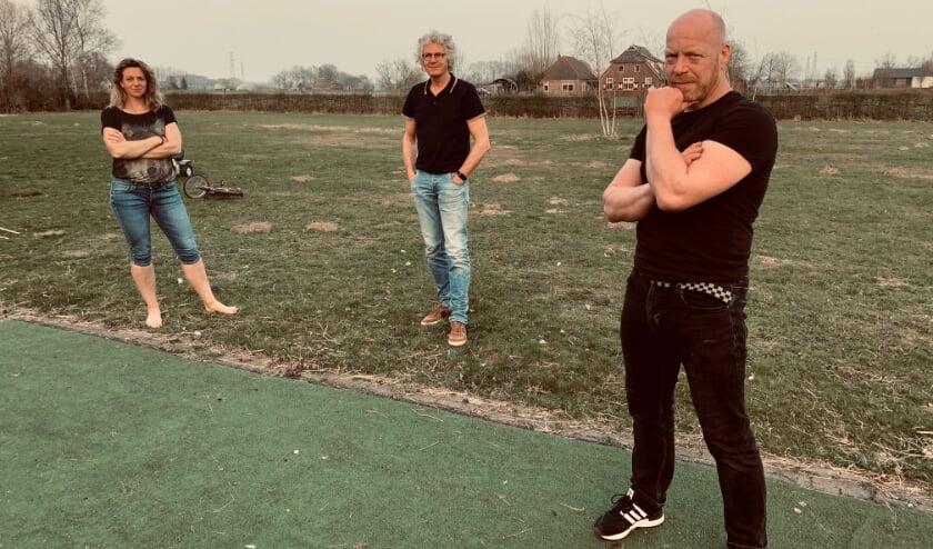 <p>De spelers van Theatergroep HouVast. Van links af Margaret van de Wetering, Henk Osinga en Jurrian Bijsterbosch. </p>