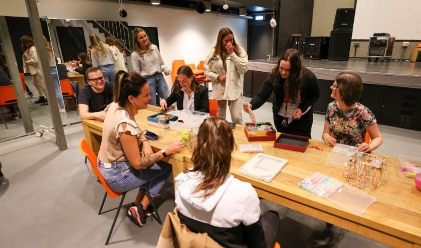 <p>Elke 2 weken is er op dinsdagavond van 18.30 uur tot 21.30 uur een bijeenkomst. Daar worden activiteiten met elkaar gedaan waarbij iedere jongere aan zijn eigen &lsquo;social challenge&#39; werkt. FOTO: Bert Jansen.</p>