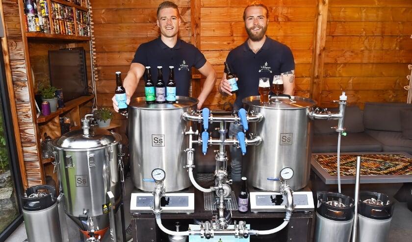 Mark Slutter (links) en Merijn van Arragon van Fightsreet Brewery Ulft.
