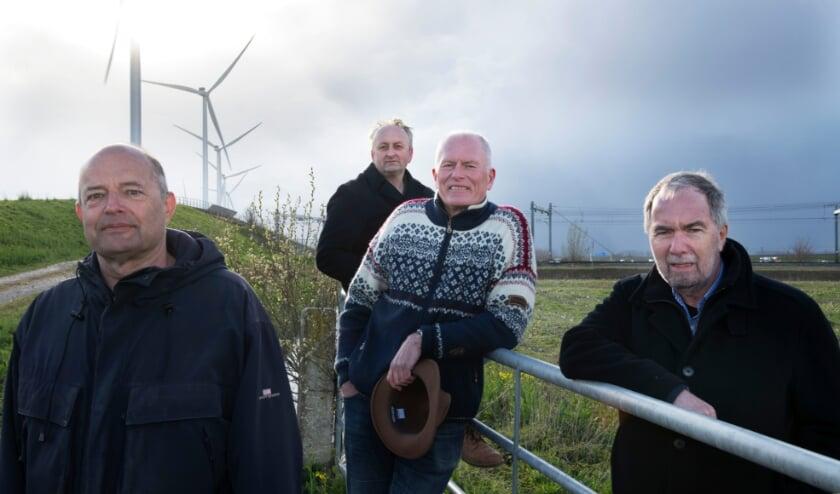 Van links naar rechts Henk van Iterson (Penningmeester), Hans van Beuzekom (Vice Voorzitter), Wim Kannegieter (Voorzitter) en Henk van Heusden (secretaris)