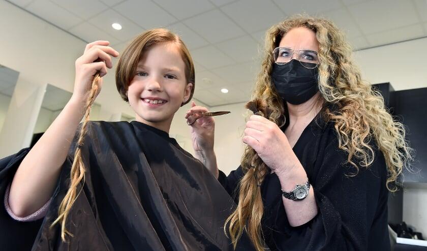 Elin van Sierenberg de Boer en kapster Bibi-Jane van House 4 Hair Doetinchem.