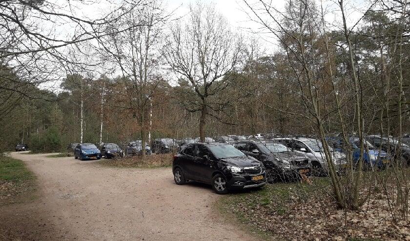 <p>Ook de parkeerplaats van de Cartierheide bij het Laarven aan de Postelseweg zal worden hersteld door Staatsbosbeheer.&nbsp;</p>