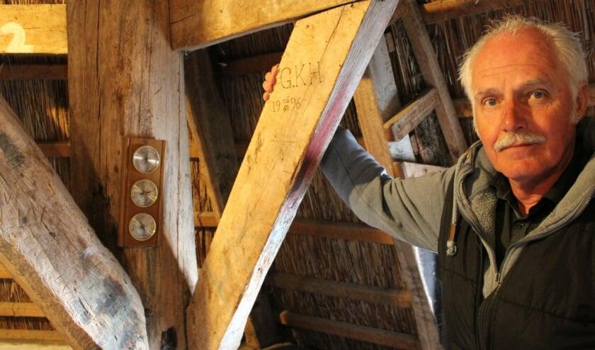 <p>Gerrit Kouwenhoven heeft net als al zijn voorgangers, de datum van zijn aantreden op een balk in de molen vermeld.</p>