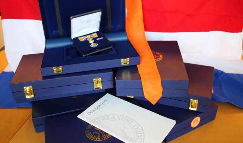 <p>Vier Hattemers kregen een koninklijke onderscheiding uitgereikt.</p>