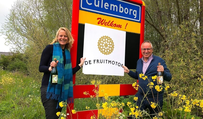 <p>Bestuursadviseur Mara Francken (links) en secretaris Henri Holster (rechts). (Foto: Fleur van Eeuwijk).</p>