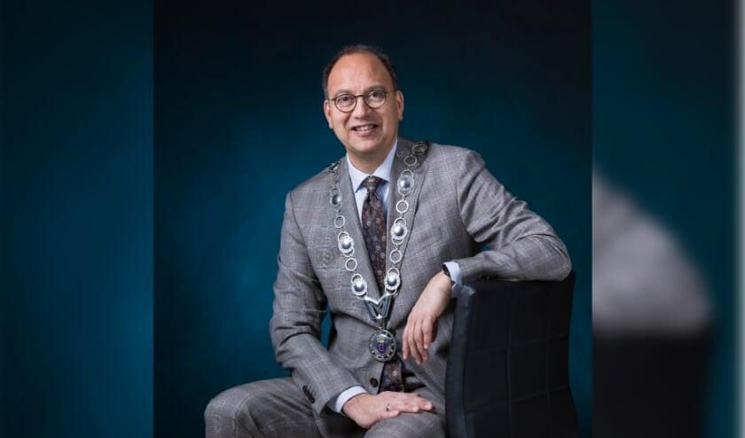 <p>De Montferlandse burgemeester Peter de Baat vindt het belangrijk dat gemeente en inwoners samenwerken om ondermijning te voorkomen.</p>