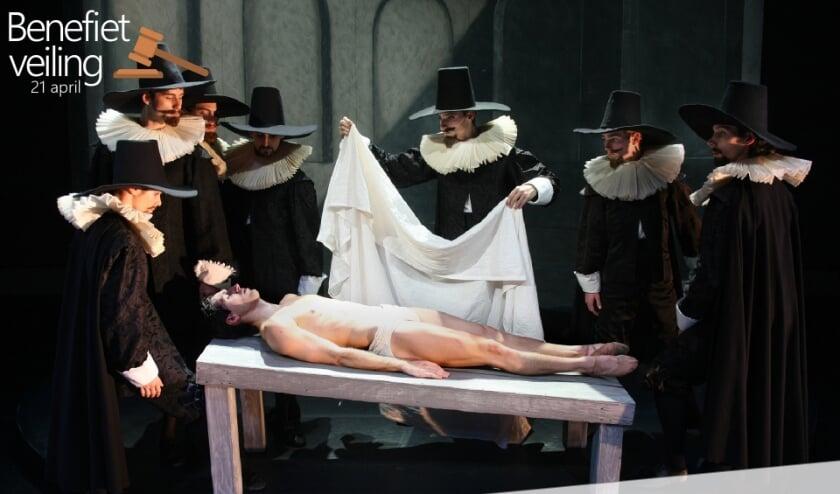 <p>Het ballet De Anatomische Les, deze kostuums worden geveild.</p>