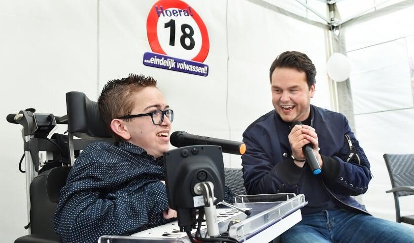 Mitchel Roerdink en zanger Henk Dissel.