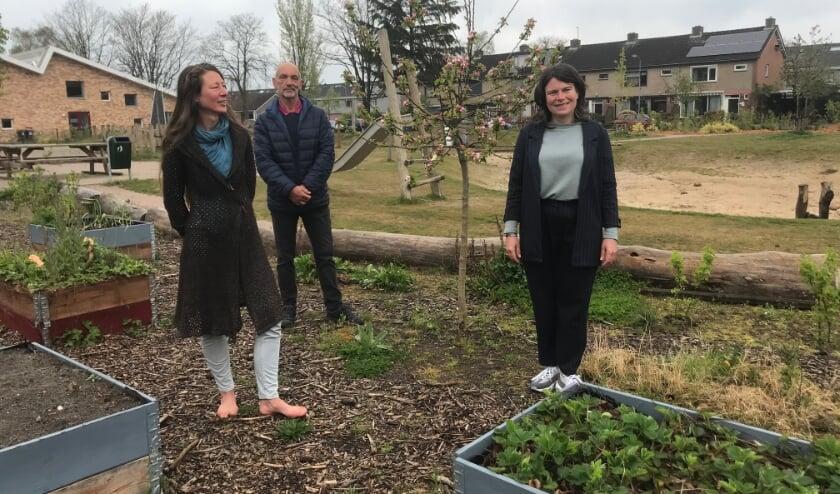 <p>De kern van de werkgroep Pretoriuspark, van links naar rechts Wendy van Beekum, Jan de Lange en Isabel Lagerweij.</p>