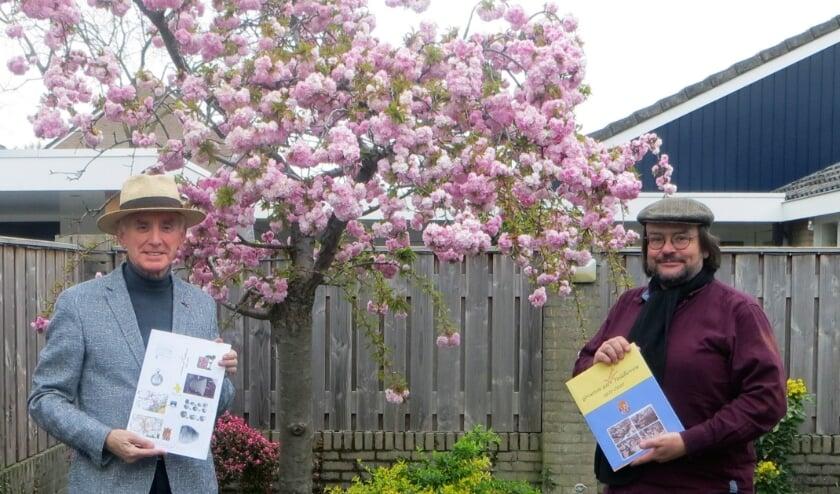 <p>De samensteller, (Jacq. Bijnen (SHEV), met het stickerschrift en leerkracht Peter van de Wiel(Veldvest) met het (werk)boek.</p>